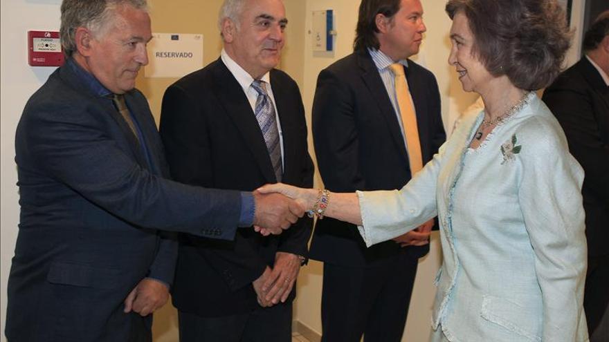 La Reina Sofía visita el Centro Alzheimer junto a la presidenta de Champalimaud