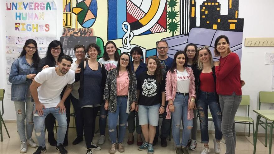 Educar en la promoción de la igualdad de género al amparo del movimiento social del feminismo