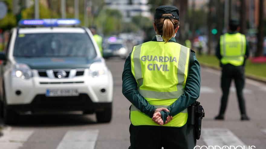 Un agente de la Guardia Civil | ÁLEX GALLEGOS