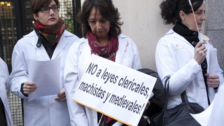 Concentración contra la reforma de la ley del aborto frente a la embajada de Francia en Madrid. \ Juan Zarza DISO Press