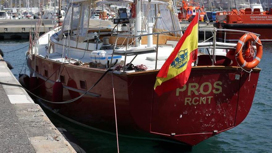 El velero Pros, que imitará el viaje de Magallanes y Elcano hace cinco siglos alrededor del globo terráqueo, arribó este jueves al puerto de Tenerife