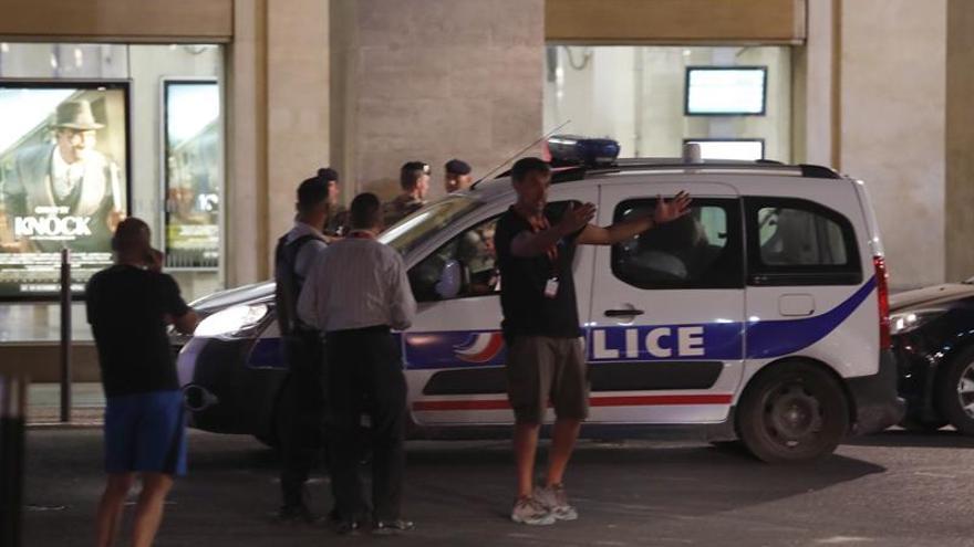 Una mujer y sus dos hijos mueren tiroteados por su padre al norte de París