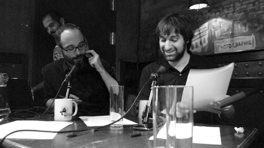 Miguel Anómalo y Carlos Langa, con su técnico Alberto del Pozo al fondo en sfumato