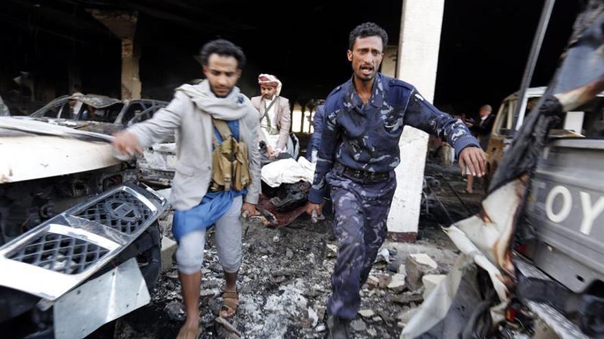 Asciende a 140 el número de muertos por bombardeo de coalición árabe en Yemen