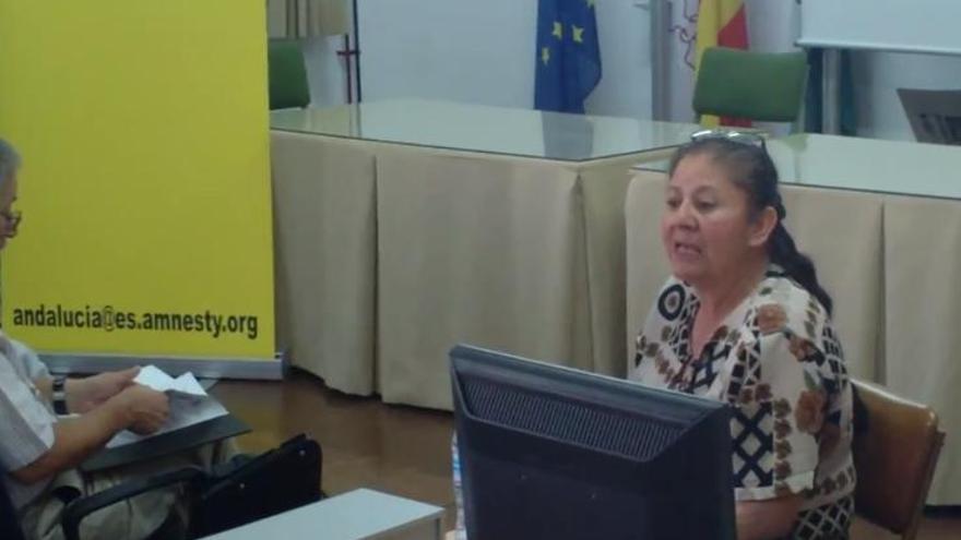 La defensora de derechos humanos, María Esperanza Ramírez, durante un acto en Amnistía Internacional Andalucía © AI