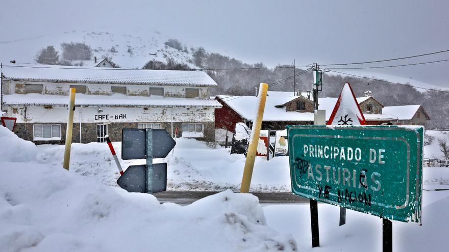El temporal de nieve afecta ya a carreteras en todo el país