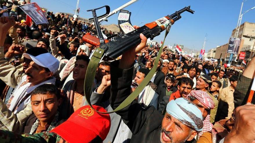 Miles de personas protestan contra el bloqueo a Yemen impuesto por A. Saudí