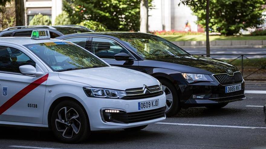 Unauto negocia con Fomento un sistema de precontratación para taxi y VTC