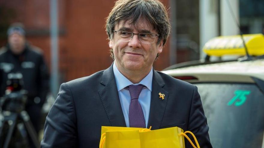 El Parlament, contrario al recurso de amparo de Puigdemont ante TC por  su voto