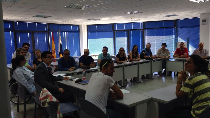 En la imagen, la reunión celebrada este jueves  en la Oficina Local de Tráfico.