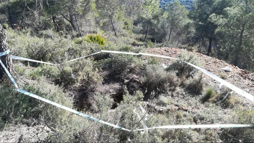 Uno de los pozos ilegales señalizados por el Ayuntamiento de Sagunt