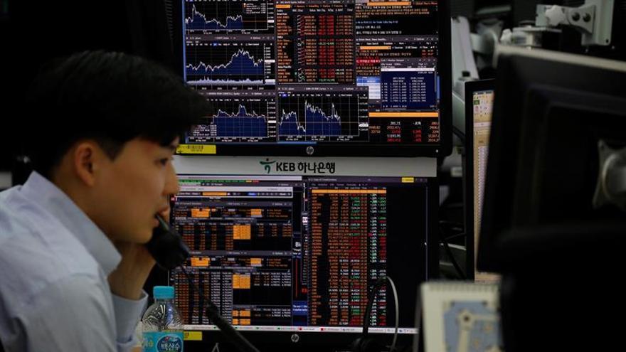 La Bolsa de Seúl baja un 0,92 % en la apertura hasta 2.088,64 puntos