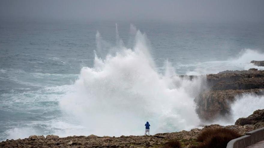 Canarias, en riesgo por fuertes vientos, oleaje y altas temperaturas este lunes
