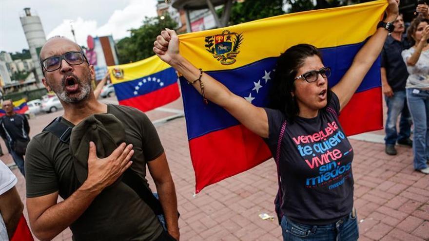 La oposición lanza su mayor desafío a Maduro con una consulta al margen del Gobierno