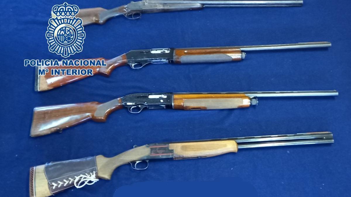 Las cuatro escopetas intervenidas