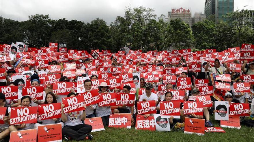 Decenas de miles de hongkoneses protestan contra la ley de extradición a China