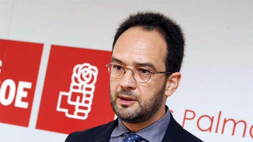 El portavoz del PSOE en el Congreso, Antonio Hernando en Las Palmas de Gran Canaria. Foto:  EFE/Elvira Urquijo A.