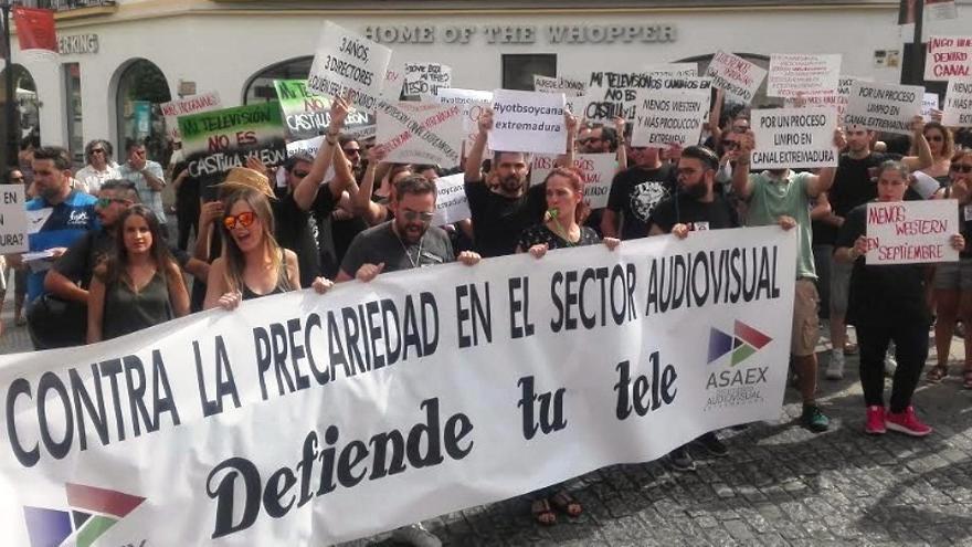 Protesta de los trabajadores de productoras externas de Canal Extremadura