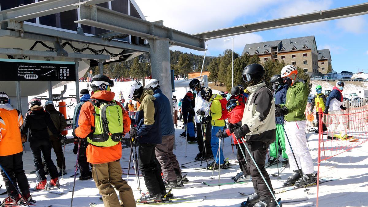 Esquiadores en Port Ainé este sábado