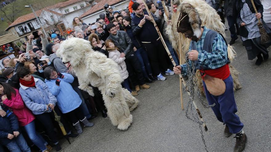 El Gobierno impulsará la declaración de Bien de Interés Cultural para las mascaradas de Cantabria