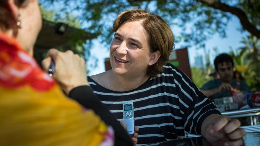 Ada Colau a un moment de l'entrevista diumenge al Parc de la Ciutadella / ENRIC CATALÀ