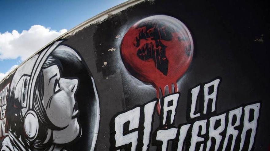 Uno de los murales contra las tierras raras / Plataforma Sí a la Tierra Viva