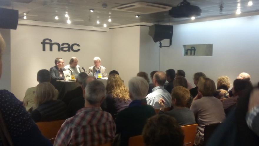 La sala llena en la presentación de la novela póstuma del escritor valenciano Rafael Chirbes