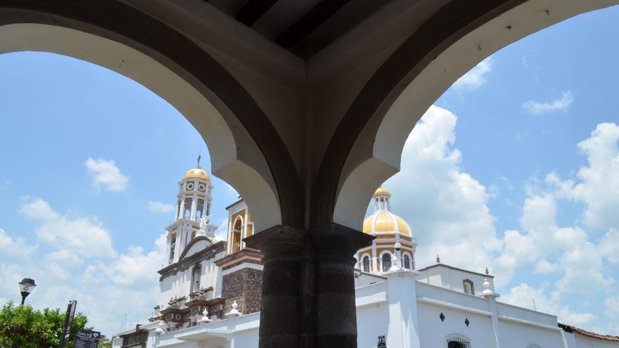 Arcos de los soportales del Zócalo de Cómala. Irene Soria.