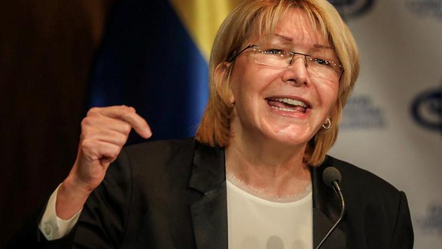 """La fiscal venezolana dice que está en marcha un """"golpe de Estado"""" al disolverse poderes"""