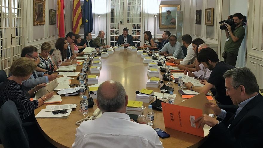 Un moment de la Junta de Síndics en les Corts Valencianes