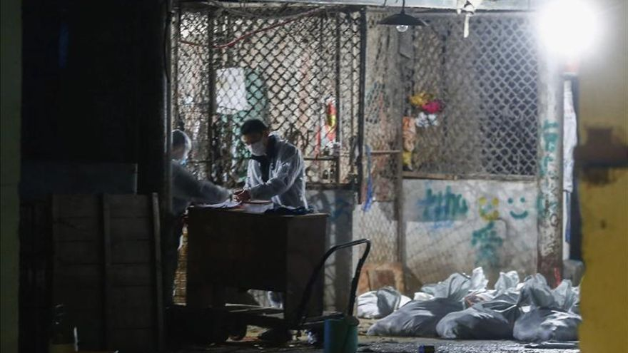Hong Kong entra en alerta ante la propagación de la gripe aviar H7N9 en China