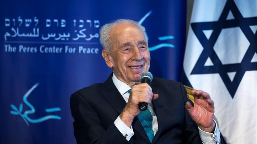 Simón Peres cree que la paz llegará y pasa por las nuevas generaciones