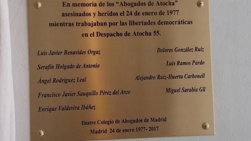 Placa de homenaje a los abogados de Atocha