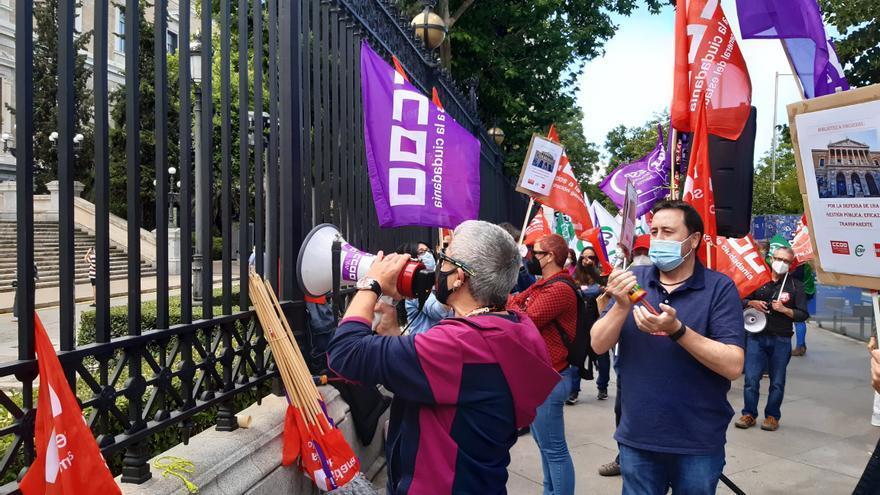 Sindicatos piden la dimisión de la directora de la BNE por falta de personal