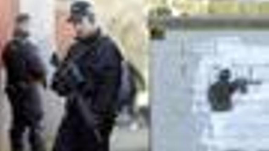La policía inicia una operación contra activistas republicanos favorables a la violencia