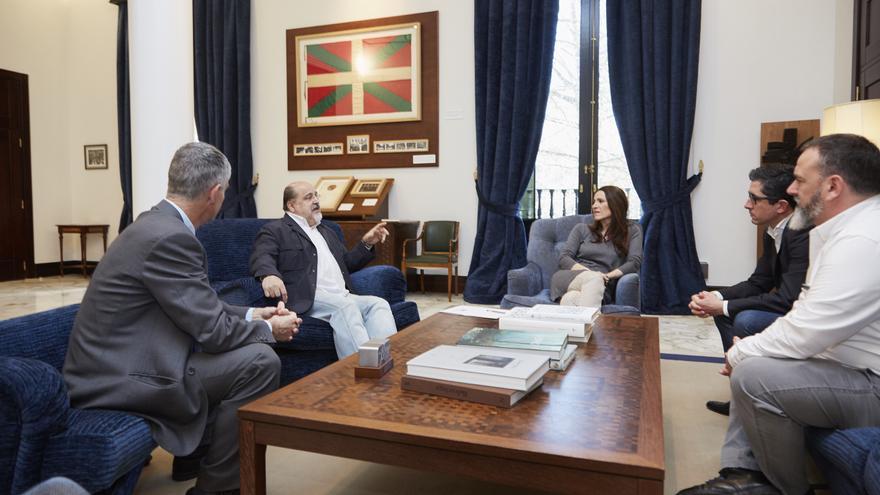 Txarli Prieto y Bakartxo Tejeria, con los representantes del Basque Culinary Center