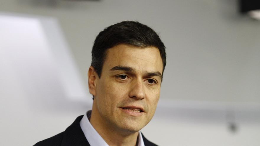"""Sánchez ofrece """"sacar a Canarias del furgón de cola"""" de España en políticas sociales"""