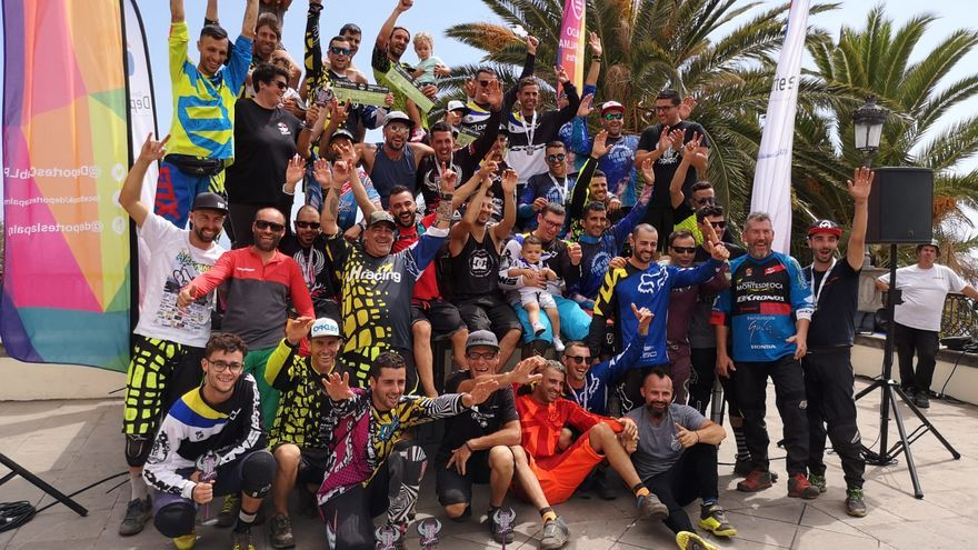 Participantes en el Descenso de la Transvulcania Bike.