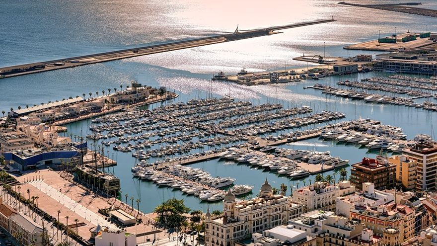 Una vista aérea del puerto de Alicante