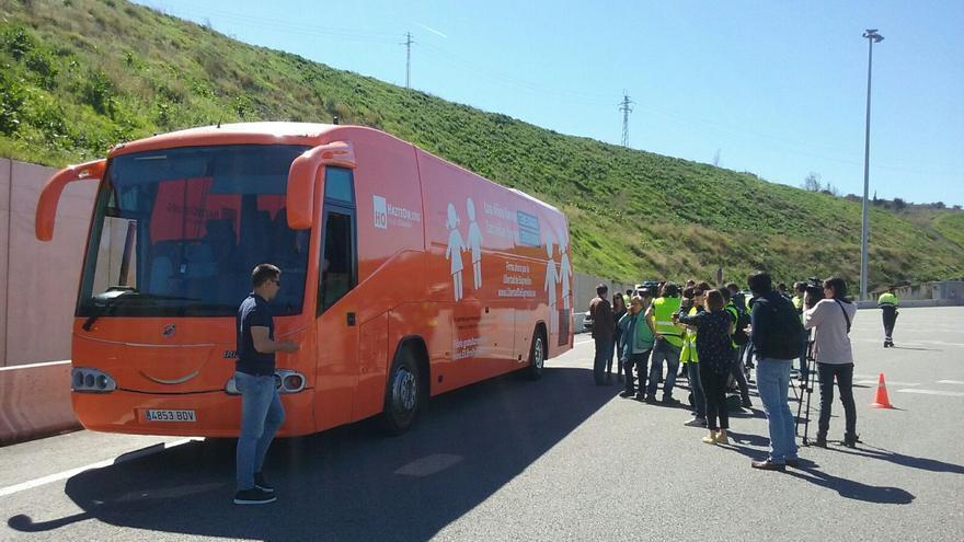 Autobús de HazteOir detenido por los Mossos en el peaje de Martorell / Mossos d'Esquadra