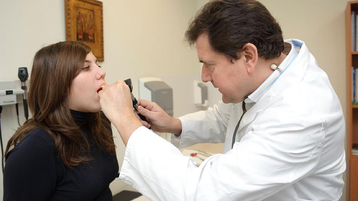 Los especialistas están exhaustos al atender diariamente a muchos pacientes cada pocos minutos