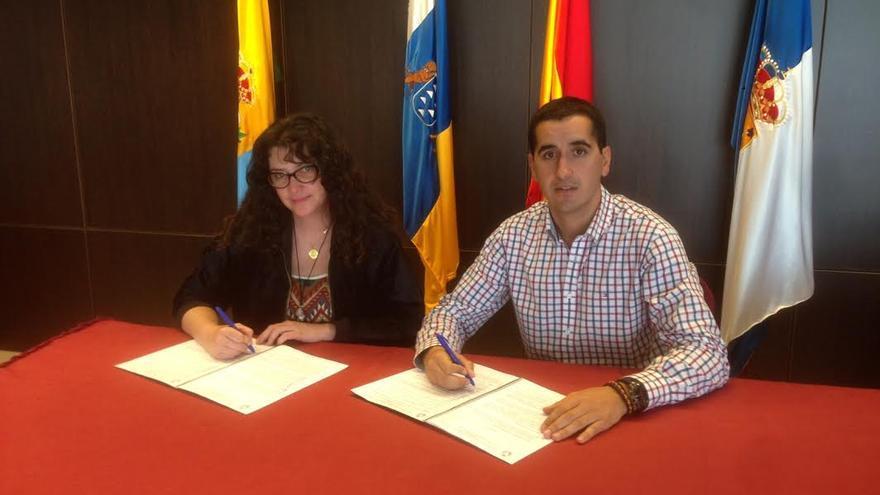 Nieves Gloria Luis, presidenta del CRDOP Queso Palmero, y Borja Pérez, alcalde de Breña Baja.