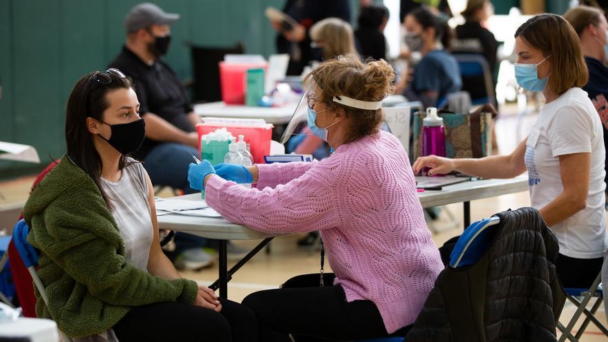 EE.UU. se marca el objetivo de 160 millones de personas completamente vacunadas para el 4 de julio