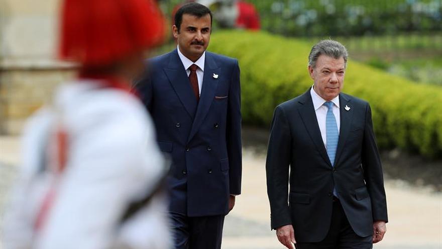 Santos y emir de Catar se reúnen en Bogotá tras una recepción de honor