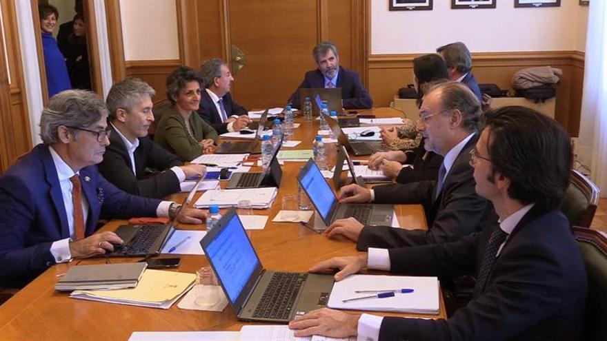"""El presidente del CGPJ recuerda a Puigdemont que """"su deber es comparecer"""" ante el juez"""
