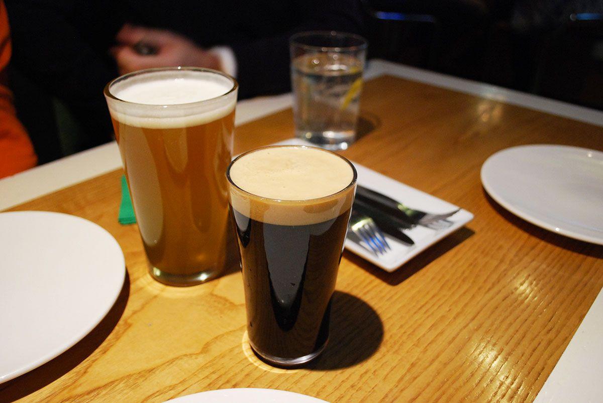 Cervezas y agua con gas_La Tape_Malasaña a mordiscos