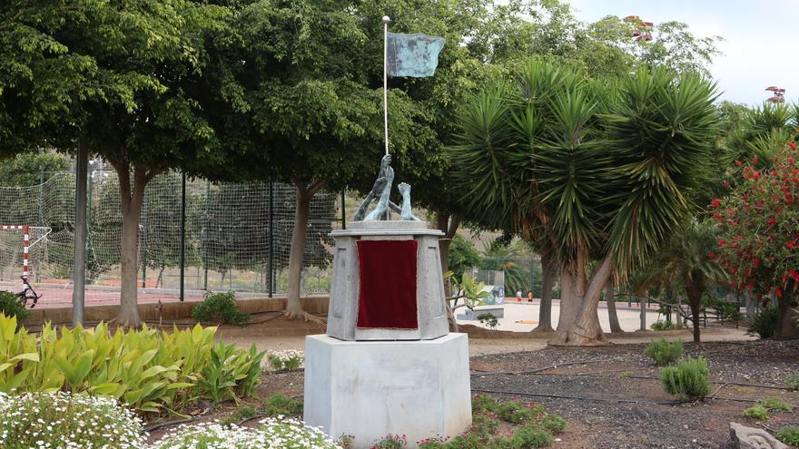 Monumento en homenaje a los '14 claveles rojos de San Lorenzo' (Alejandro Ramos)