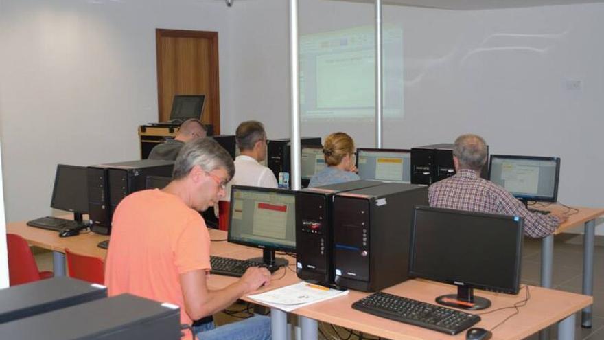Las UUPP realizan anualmente más de 250 programas de formación permanente y participación ciudadana