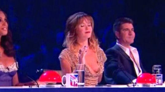 'Huevazos' a Simon Cowell y un pecho al descubierto, en el 'Got talent' británico