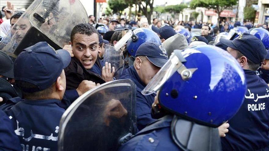 La oposición argelina protesta contra la explotación de gas y exige democracia